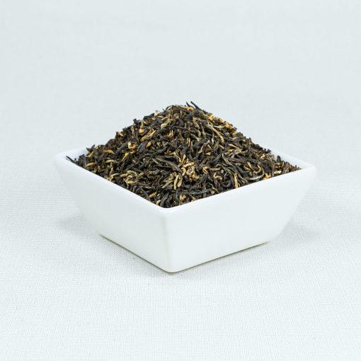 Schwarzer Tee Assam TGFOP in weißer Schale