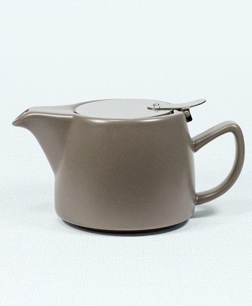 Moderne Teekanne mit Filter Sand