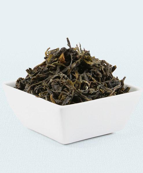 Grüner Tee Tansania Usambara Green in weißer Schale