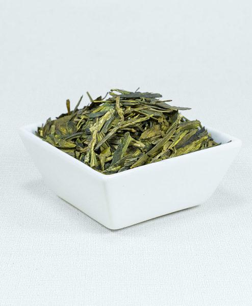 Grüner Tee China Lung Ching Bio in weißer Schale