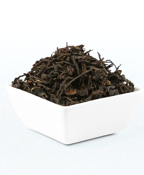 Schwarzer Tee Tansania Usambara Black in weißer Schale