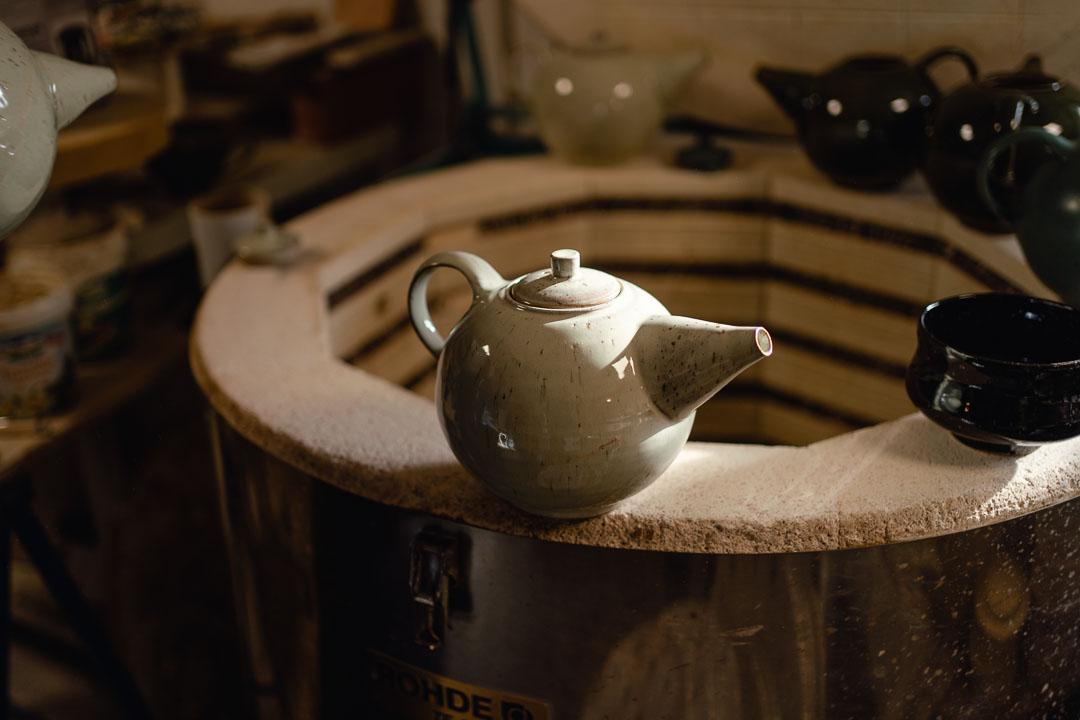 Teekanne auf brennofen