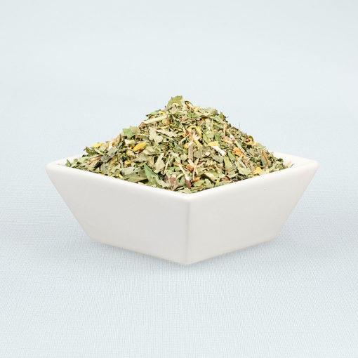 Porzellanschale gefüllt mit Frauenzimmer Tee