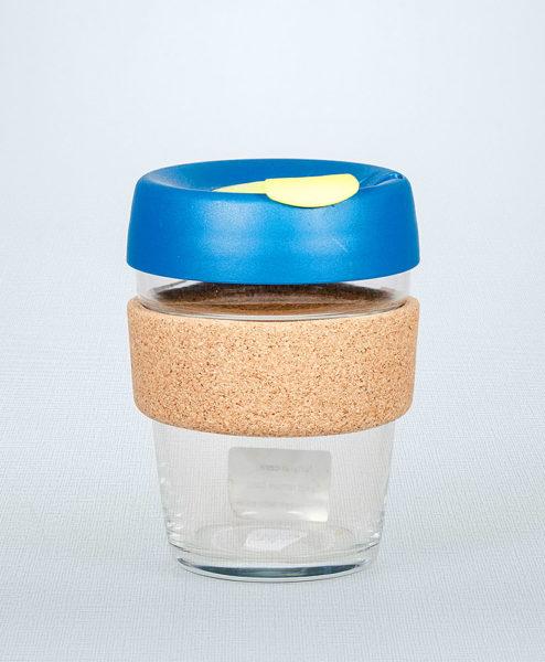 Keep Cup blau mit Korkmanschette