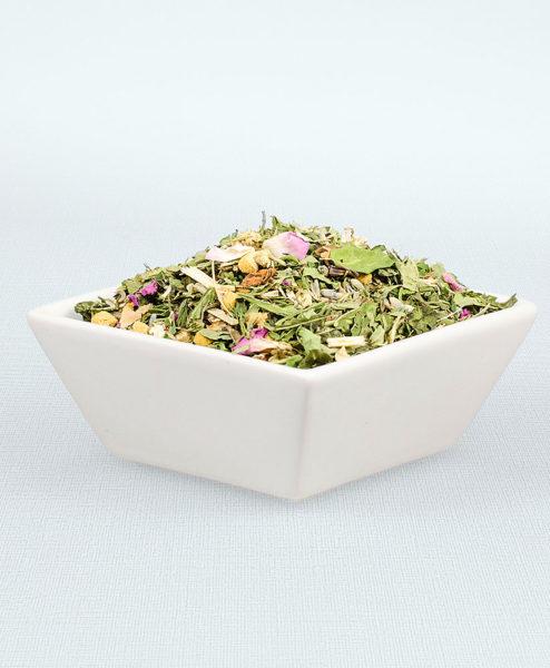 Porzellanschale gefüllt mit Ruhepause Tee