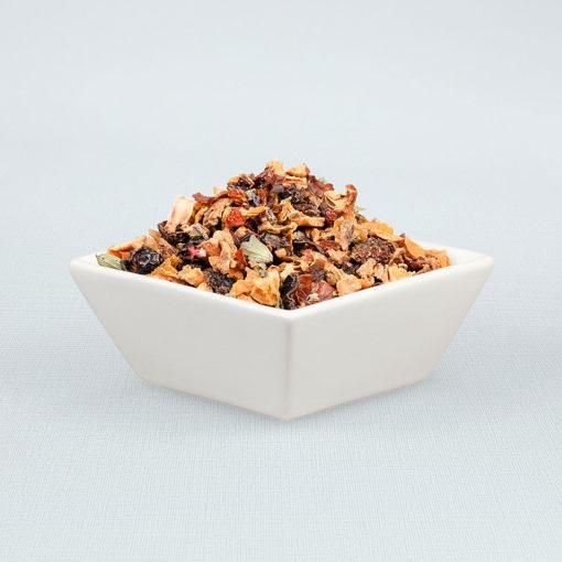 Porzellanschale gefüllt mit Sonjas Fruchtauswahl Tee
