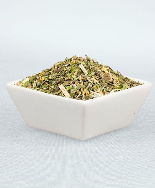 Porzellanschale gefüllt mit Sonnengruß Tee